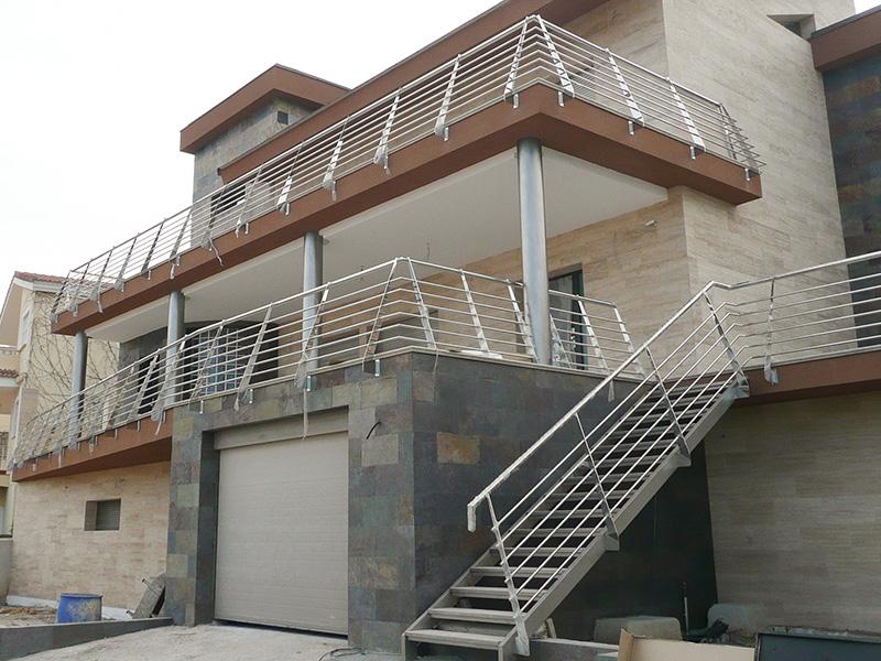 Barandilla de acero inoxidable de exterior en vivienda unifamiliar - Barandilla de acero inoxidable ...