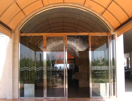 Puerta exterior en acero corten artmeval - Restaurante en pinedo ...